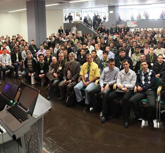 Besucherandrang beim STUDENTDAY auf der Embedded World 2010 in Nürnberg.