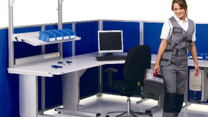 Die Arbeitshöhe der WB-Tische lässt sich stufenlos durch Elektromotor, Handkurbel oder Inbusschrauben verstellen.