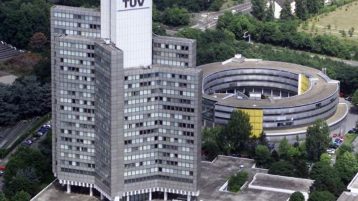 Der Kölner Stammsitz der TÜV Rheinland AG.