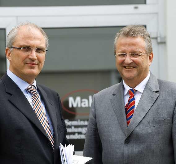 Stephan Gais (l) übernimmt den Vorsitz der Mahr-Geschäftsleitung von Thomas Keidel (r).