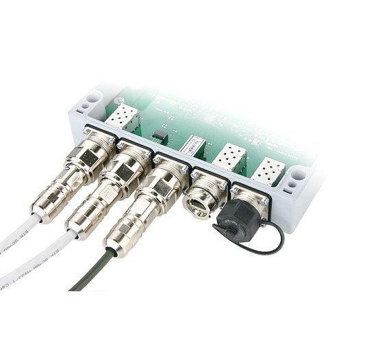 Gigabit-Switch als Beispiel für die Geräteanbindung: Stecker-Variante 1 für RJ45 und SFP-Transceiver