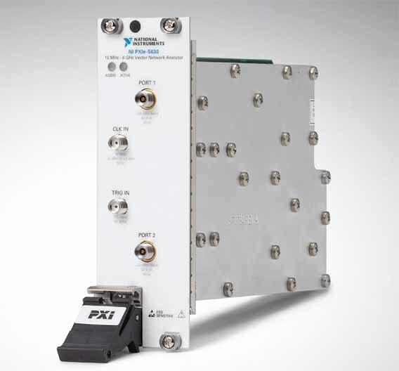 Erstmals im PXIe-Kompaktformat realisiert: ein 2-Port-Vektor-Netzwerkanalysator bis 6 GHz. Er nennt sich NI PXIe-5630 und stammt von National Instruments.