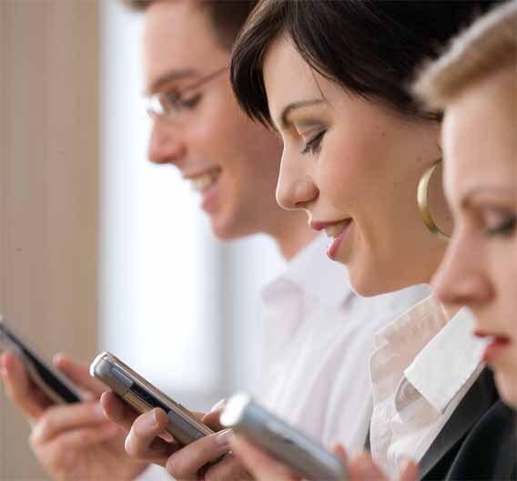 Der Frauen-Anteil an der Nutzung des mobilen Internet steigt weltweit kontinuierlich an. Meist angeklickte Seite ist Google.
