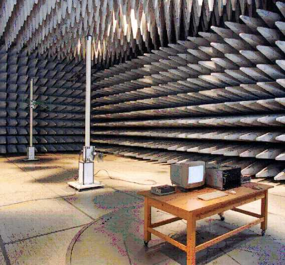 Zehn-Meter-Absorberhalle für die Messung von Störaussendungen (Bild Fujitsu)