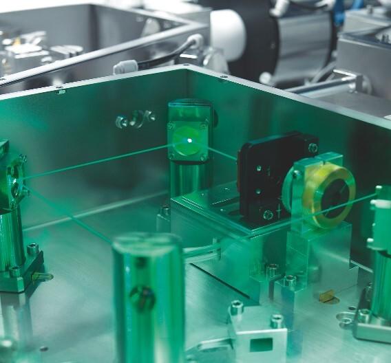 Der Pikosekundenlaser »TruMicro Serie 5000« trägt durch die ultrakurzen Pulse das Material ab, ohne dass die Randzone des Prozesses nennenswert erwärmt wird.