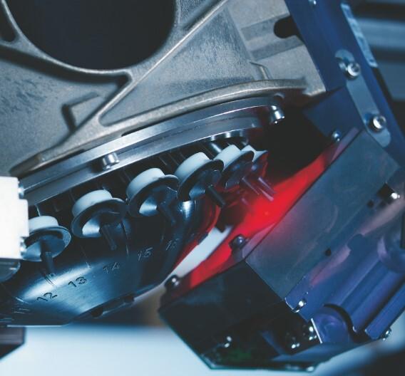 Revolverköpfe wie der »Siplace CP20 Speedstar« können über einer Abholposition rotierend LEDs aus Gurten oder Bowl-Feedern entnehmen und arbeiten daher besonders effizient.