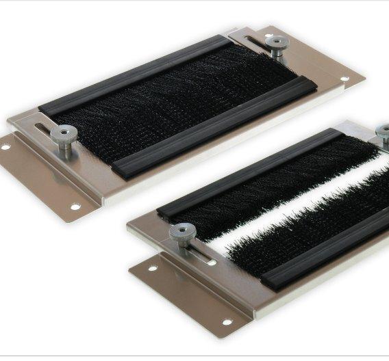 Besondere Abdichtung unterstützt die Effizienz des Kühlkonzepts: Verstellbare Kabeldurchführung für die Stelle, an der die Kabel von der Bodenöffnung der Doppelbodenkonstruktion in die Serverschränke eintreten.