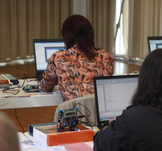 Konzentrierte Arbeitsatmosphäre beim Hands-on-Workshop