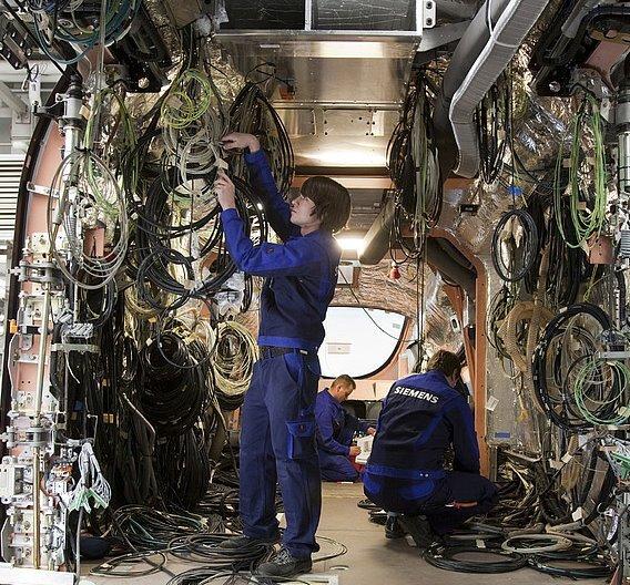 Erstmals stattet Leoni einen Hochgeschwindigkeitszug von Siemens mit Kabeln für das Zuginnere aus.