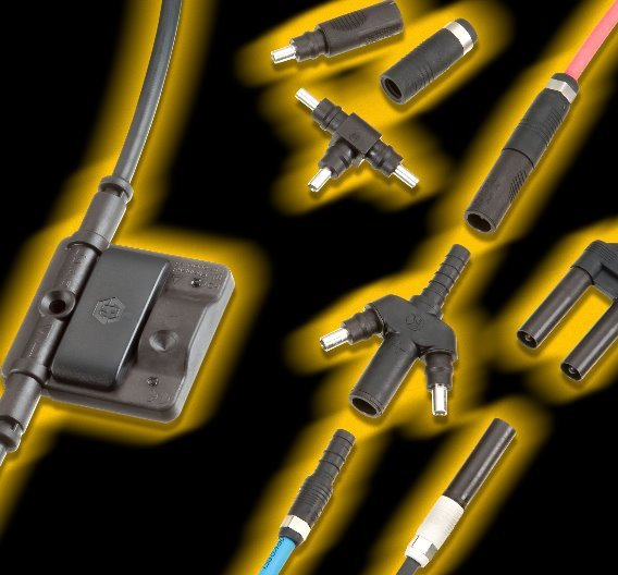 Die Firma Huber+Suhner nutzt bereits den technischen Kunststoff Ultramid für die Steckverbinder, die in Solarmodulen zum Einsatz kommen. Aber auch Anschlussboxen (im Bild links) lassen sich in Zukunft aus einem Spezialpolyamid der BASF fertigen.