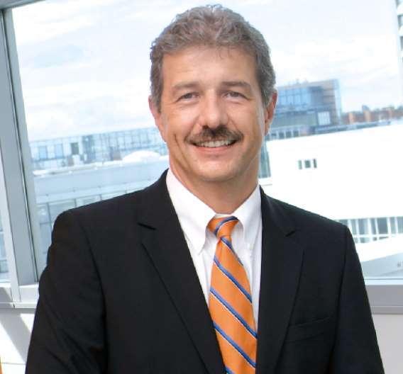 """SIPLACE CEO Günter Lauber freut sich über den Abschluss der Übernahme durch ASMPT:"""" Mit ASMPT werden wir weiterhin alle Energie auf die laufenden und künftigen Projekte mit den Kunden, die Entwicklung innovativer Bestücklösungen und den Ausbau unserer Wettbewerbsposition – insbesondere in Asien – richten."""""""