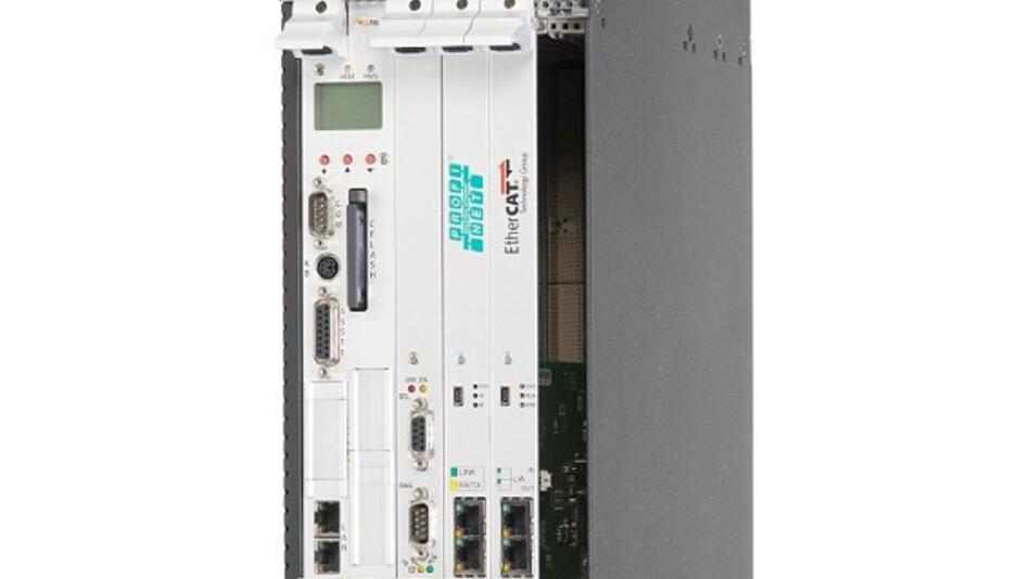 Im 19-Zoll-Rack belegt die SPS »cyberX-2« 3 HE.