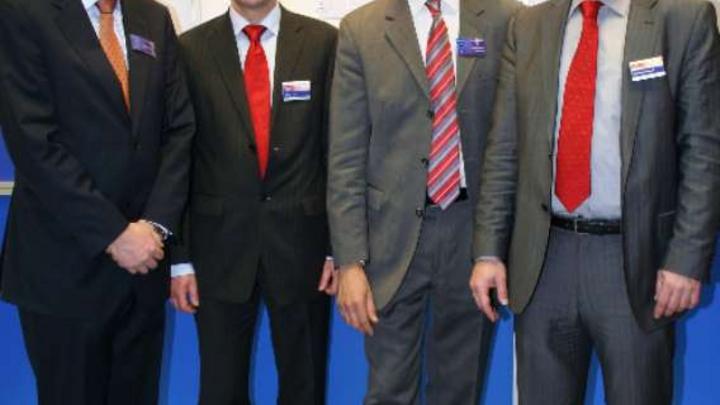Setzen auf qualitativ hochwertige, langfristig verfügbare WLAN- und Bluetooth-Module (v.l.): Dr. Ralph Meyfarth, Vorstandsvorsitzender der Lesswire AG, Walter Puhl, Leiter der MSC-RF-Gruppe, Andreas Beierer, Vertriebsleiter von Lesswire und Matthias