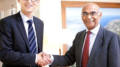 Philip Schwarz (links), Sudhir Mohan Trehan