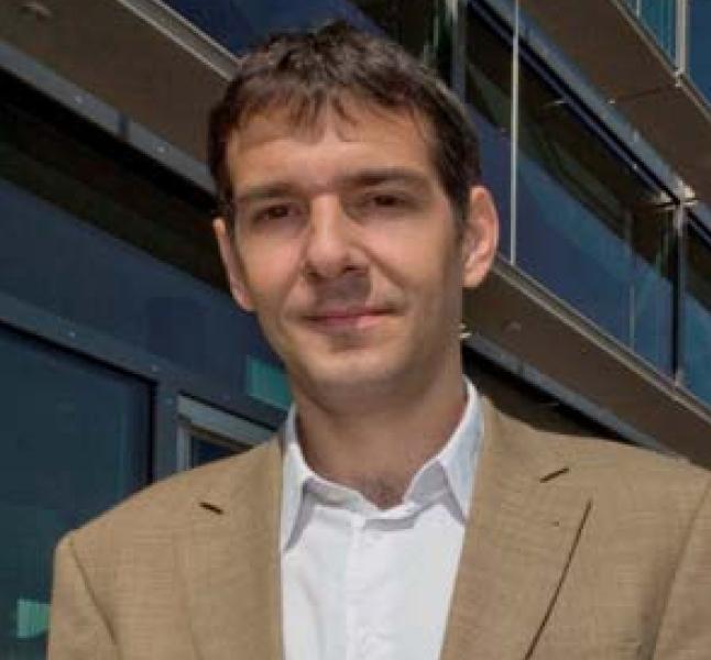 """Dr. Andrés F. Lasagni erhielt in diesem Jahr die Auszeichnung """"German High Tech Champions"""" in der Sektion """"Solar/PV""""."""