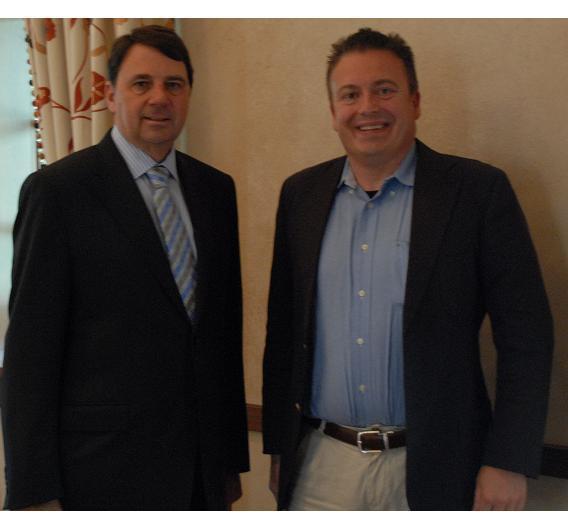 Freescale-CEO Rich Beyer mit Elektronik-Redakteur Frank Riemenschneider.