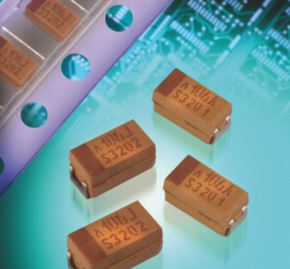 Mehr als die doppelte Nennspannung der heute am Markt verfügbaren Nennspannung bieten diese 125-V-Tantal-Polymerkondensatoren der TCJ-Baureihe.