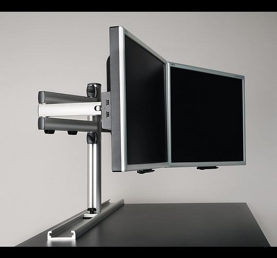 Beim neuen Monitorträgersystem DS-RAIL kann eine beliebige Anzahl von Monitoren vertikal und horizontal verschieb-, schwenk-, neig- und drehbar montiert werden.