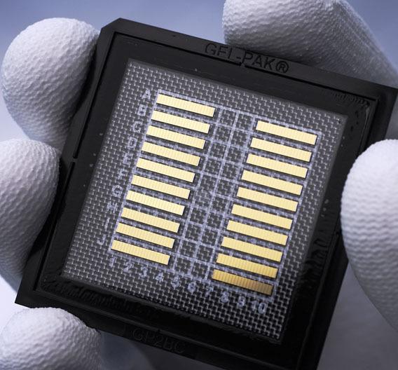 Solche Laserbarren, die aus einzelnen Laserdioden bestehen, werden in Berlin gefertigt.