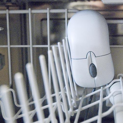 Die Maus in eher ungewohnter Umgebung - der Spülmaschine.