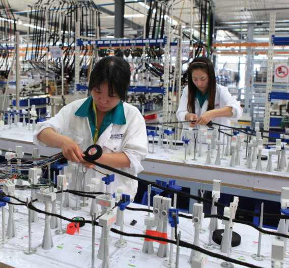 Kabelbaumproduktion bei Leoni in China.