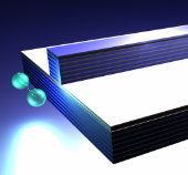 Laserlicht produziert in dem speziell strukturierten Halbleiter immer neue, verschränkte Photonenpaare.