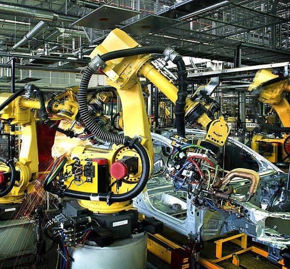 Industrieroboter im Einsatz.