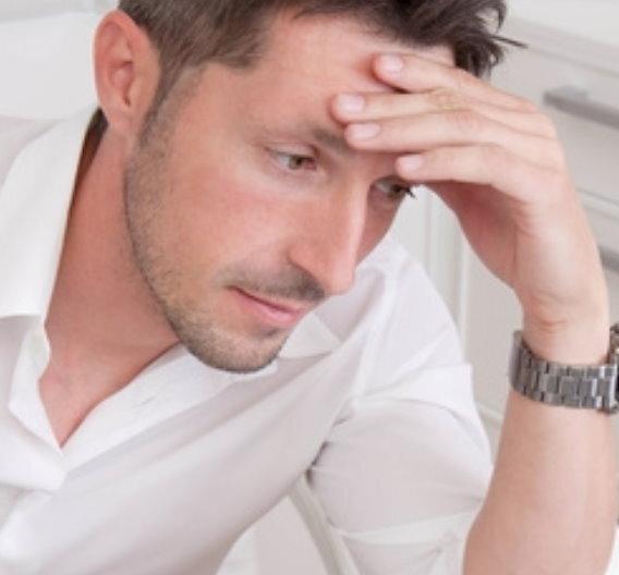Beförderungen am Arbeitsplatz schaden auf Dauer der psychischen Verfassung, ohne positive Auswirkungen auf körperliche Gesundheit und Lebenszufriedenheit zu entfalten. Das ist das Ergebnis einer Studie australischer Wissenschaftler, die das Bonner Institut zur Zukunft der Arbeit (IZA) veröffentlicht hat. Trotz dauerhaften Einkommenssteigerungen und höherem sozialen Status überwiegen langfristig die negativen Effekte von vermehrtem Stress und längeren Arbeitszeiten.