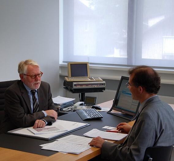 Wilhelm Stemmer (links), Gründer und Geschäftsführer von Stemmer Imaging, im Gespräch mit Markt&Technik-Redakteur Andreas Knoll