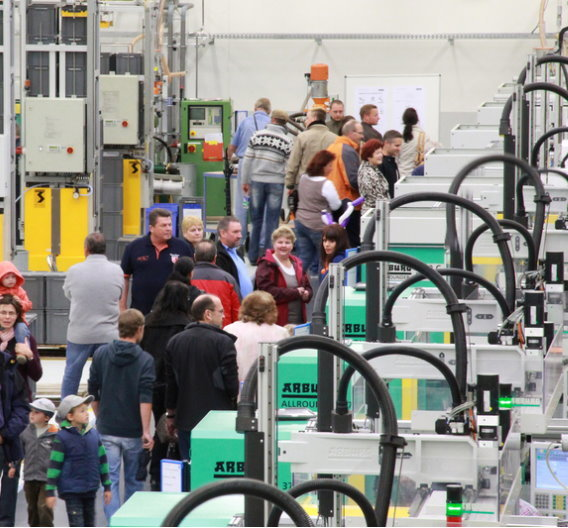 Erni Electronics  hat seine neue Spritzerei in Adelberg eingeweiht.