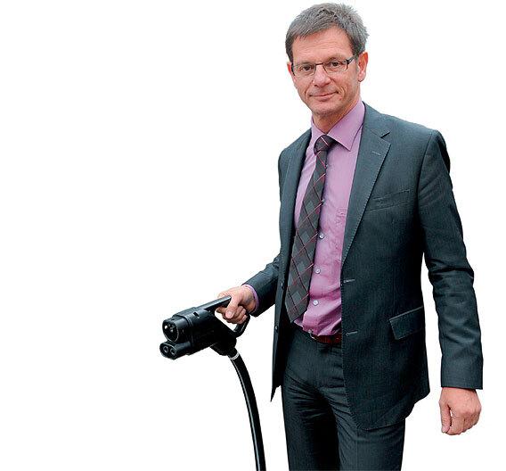 """Uwe Michael, Leiter Elektrik/Elektronik der Dr. Ing. h.c. F. Porsche AG: """"Wir werden in unseren Segmenten Plug-in-Hybride als Erste anbieten."""