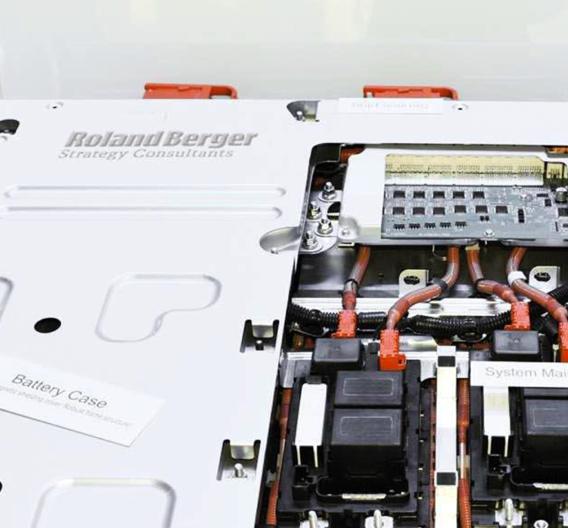 Studie von Roland Berger über die Marktentwicklung bei Li-Ionen-Akkus für Elektrofahrzeuge.