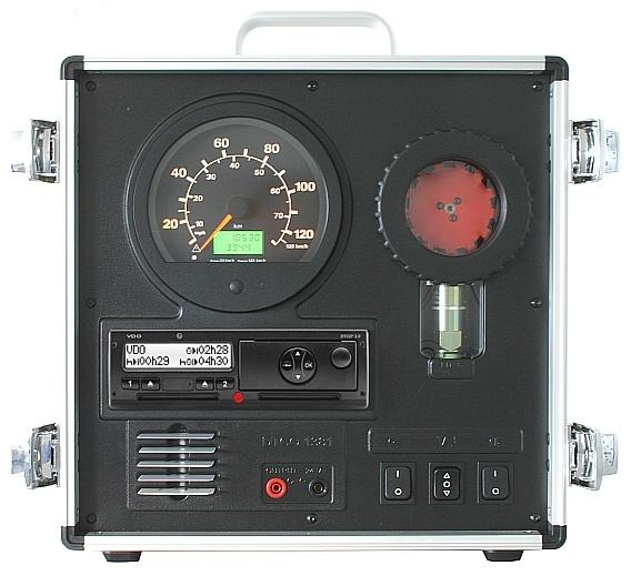 Der DTCO 1381 Demonstrationskoffer ermöglicht realistisch alle relevanten Aktionen wie im Cockpit.