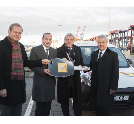 Dirk Inger, Bundesverkehrsministerium, Achim Schaible, Vorstandsvorsitzender Renault Deutschland AG, Klaus-Dieter Peters, HHLA-Vorstandsvorsitzende, Frank Horch, Hamburgs Wirtschaftssenator, 2012 (v.l.).