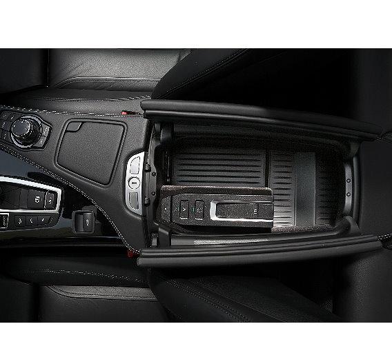 """Mit dem Zubehör """"BMW Car Hotspot LTE"""" bringt die BMW Group als erster Automobilhersteller mobiles High-Speed-Internet auf die Straße."""