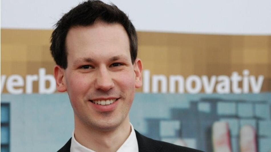 Sascha Klement ist Managing Director und CTO bei Gestigon, einer Ausgründung des Instituts für Neuro- und Bioinformatik der Uni Lübeck. Das Unternehmen setzt eine neue Software als »enabling technology« ein, um den Massenmarkt für Gestenerkennung voranzutreiben.