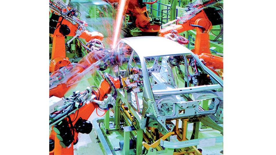 Bild 1. Schweißroboter und Antriebe verursachen eine hohe EMV-Belastung im industriellen Umfeld.