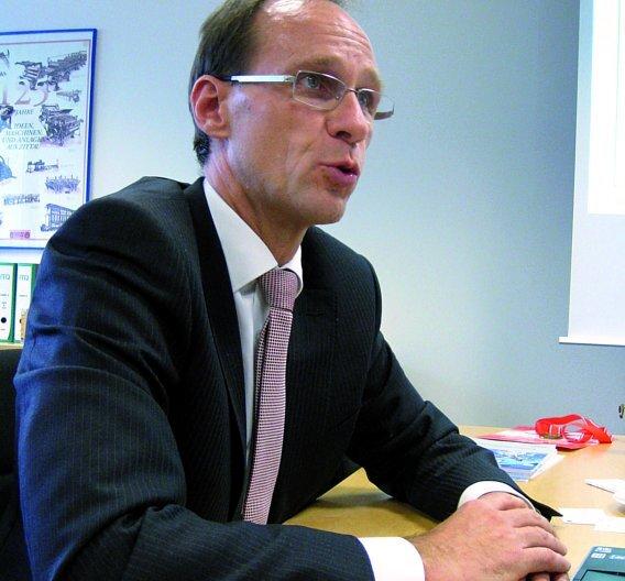 """Dr. Rainer Stetter stimmt die Referenten auf das Benchmark Forum 2013 ein: """"In den Vorträgen sollen sich die Anbieter nicht gegenseitig mit Features  erschlagen, sondern den Maschinenbauern Lösungswege aufzeigen."""""""
