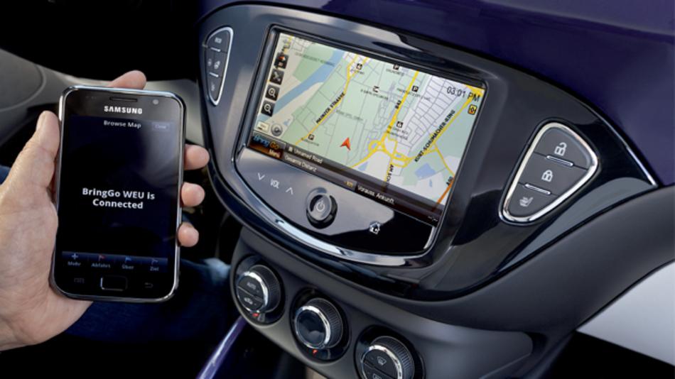 Infotainment-Systeme spielen eine wichtige Rolle für einen hohen Sicherheitsstandard im Fahrzeug. Dafür wichtig: Der passende LCD-Controller.