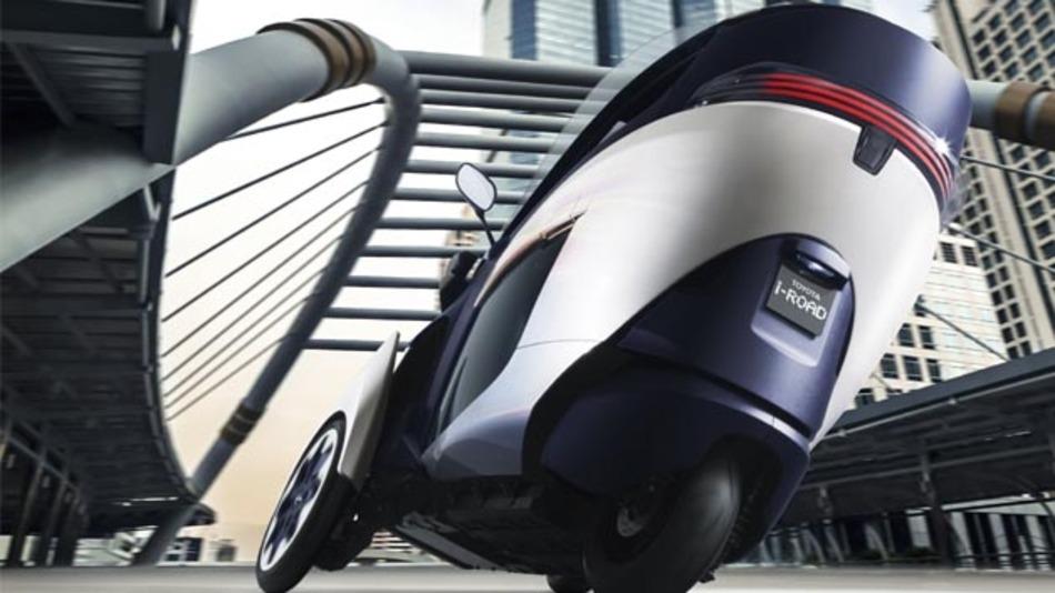 Wendiges Elektrofahrzeug auf drei Rädern: Der Toyota i-ROAD.