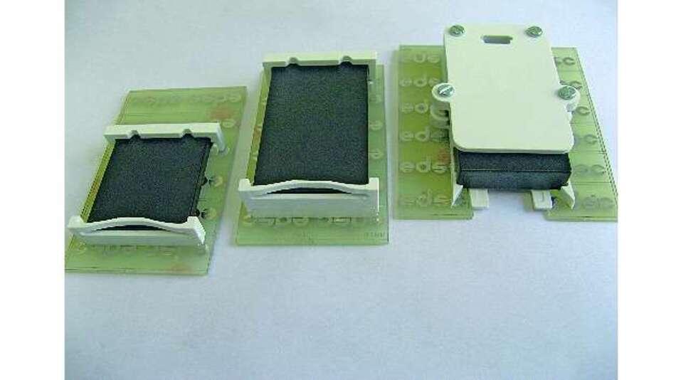Bild 1: Eine Eigenentwicklung von Henskes ist dieser Batteriehalter, den es so am Markt noch nicht gegeben hat
