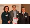 Aktive Bauelemente 2. Platz Für das Smartphone-SoC MSM8960 Snapdragon bekam Qualcomm den 2. Platz. Doris Meier und Georg Schweighofer (Mitte) nahmen den Preis in Empfang.