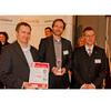 Aktive Bauelemente 1. Platz ARMs ersten 64-bit Core Cortex-A57 wählten die Leser auf Platz 1. Joachim Krech (links) und Michael Brandmüller (Mitte) von ARM freuen sich über die Auszeichnung.