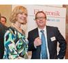 Elektronik-Redakteurin Andrea Gillhuber im Gespräch mit Rainer Schönrock von Siemens.