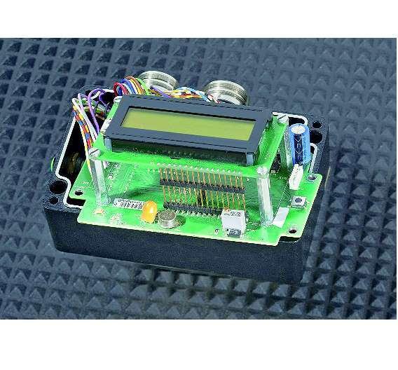 Bild 1: Maschinelles Löten kam nicht infrage wegen des durch eine Stiftleiste starr aufgelöteten Displays