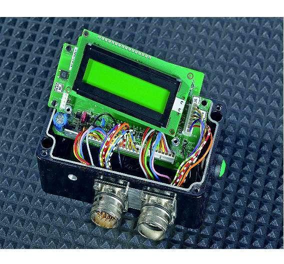 Bild 2:  und der direkt eingelöteten Stecker/Buchsen-Litzen (hier bereits durch Steckverbindungen ersetzt