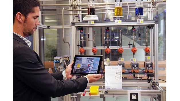 Augmented Reality in der »SmartFactoryKL«