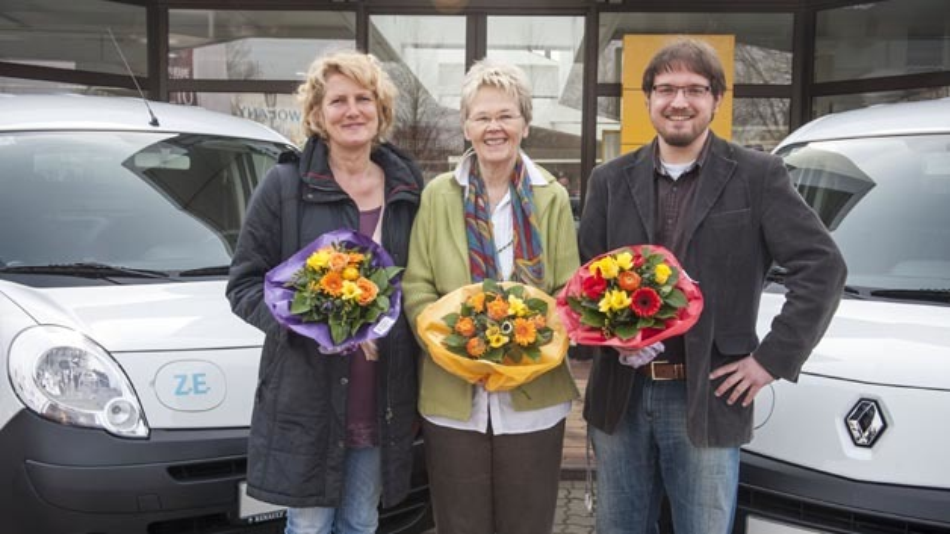 Dorothee Widdel (AfW), Helga Christensen (Bürgerinitiative Raschplatz, 1. Vorsitzende), Eberhard Irion (StadtteilGärten Hannover) erhielten als Vertreter ihrer Organisationen jeweils einen Kangoo Z.E.