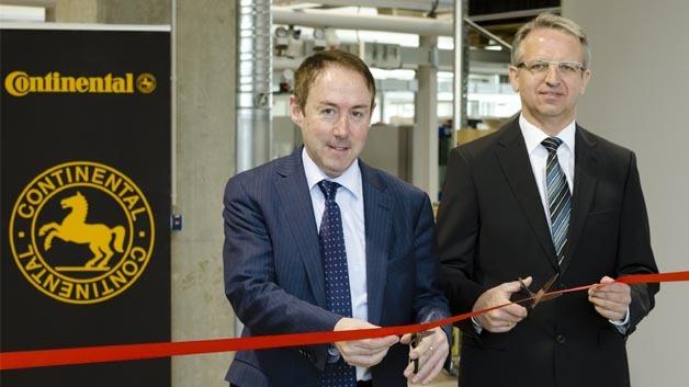 Xavier Pujol, Leiter der Business Unit Hybrid Electric Vehicle, Division Powertrain und Rainer Pühl, Standortleiter Continental Nürnberg.