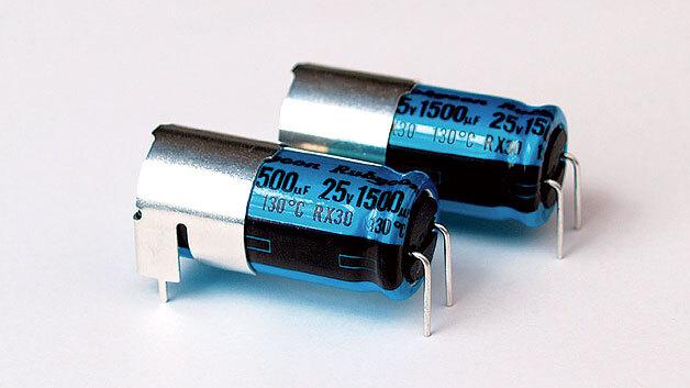 Bild 1. Antivibrations-Elkos sind so konstruiert, dass sie die im täglichen Betrieb auftretenden Vibrationskräfte langfristig ohne Schäden an den Kontakten aushalten.
